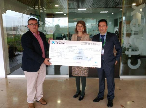 CTAEX recibe el apoyo de CAIXABANK por su proyecto de investigación sobre la Artemisia para combatir la malaria