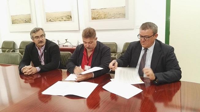Políticas Agrarias y CTAEX firman un convenio para mejorar la Red de Asesoramiento a la Fertilización en Extremadura