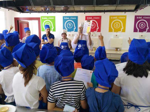 """Escolares de la región experimentarán con la fruta en CTAEX en el marco de la campaña """"La fruta tiene mucha vida"""""""