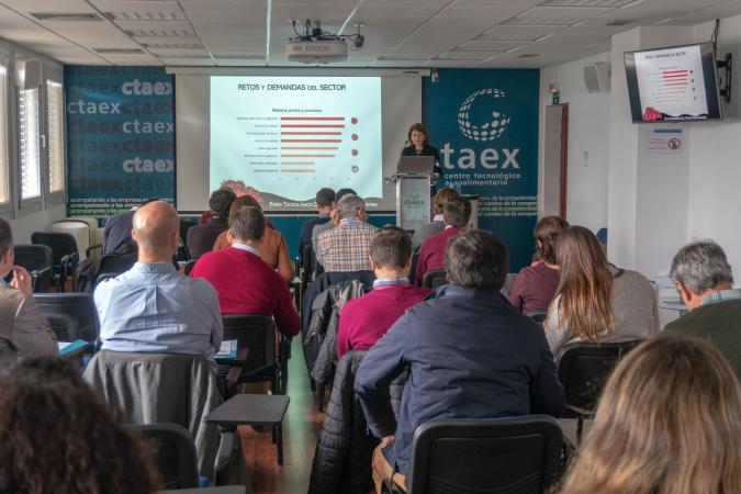 CTAEX consigue la movilización conjunta del sector del tomate de industria